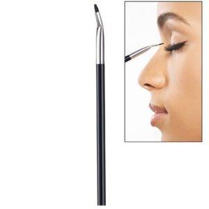 Bent Eyeliner Brush